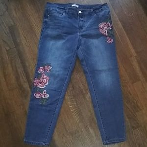 Kensie Jeans Embroidered